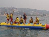 Kayak dobles + banana acuática en Pineda del Mar