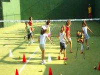 Campamentos de día en instalaciones deportivas