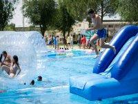 Actividades y juegos en la piscina