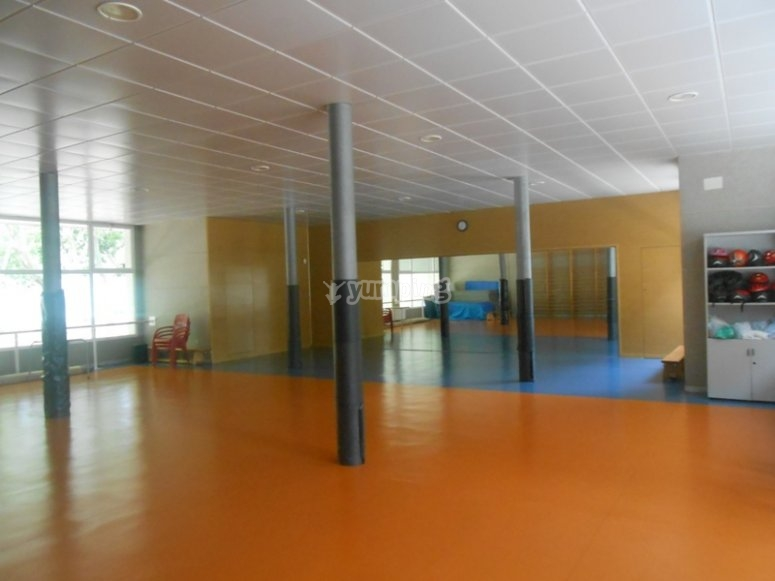 池体育设施室内