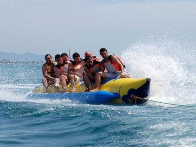 15 minuti di banana boat a Pineda de Mar