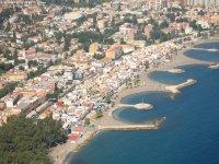 Por encima de las playas de Marbella