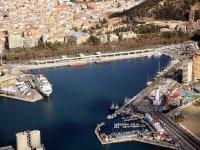 Sobrevolando el puerto de Malaga