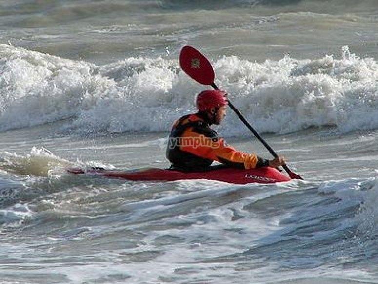 Practica kayak surf