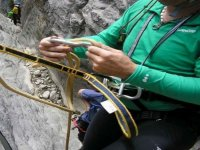Passing the rope through the carabiner