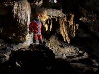 Bajo las formaciones de la cueva