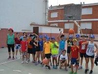 En la pista deportiva del campamento de Castellon