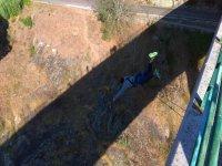 Fantastico salto nel bungee jumping
