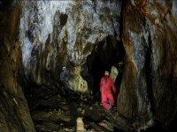 Strisciando nella grotta
