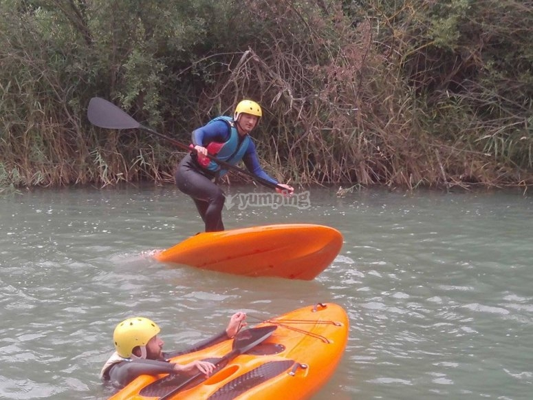 Probando el paddle surf en rio