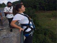 Preparato per il tuo salto nel bungee jumping