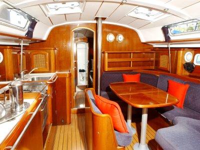 Alquiler velero Oceanis 411 con patrón, 2 días
