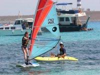 Clases de windsurf para niños en Menorca