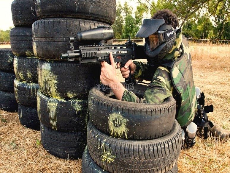 Neumáticos en el campo de paintball
