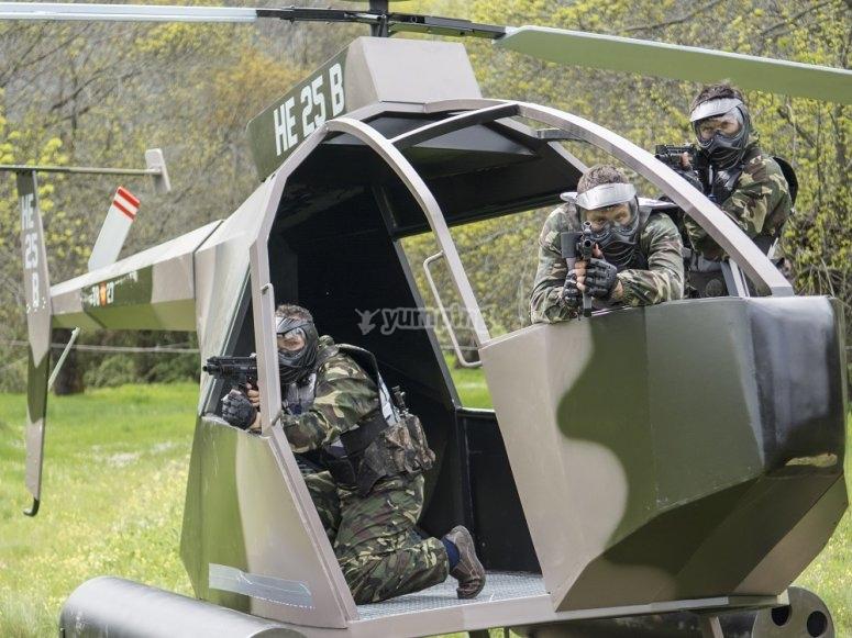 Dentro del helicóptero