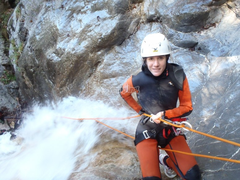 用电缆将降入水弄湿
