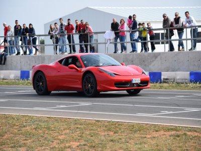 Kartodromo Internacional Lucas Guerrero Conducir un Ferrari