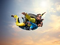 Tandem jump with open arms
