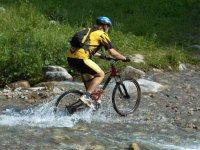 用自行车河床