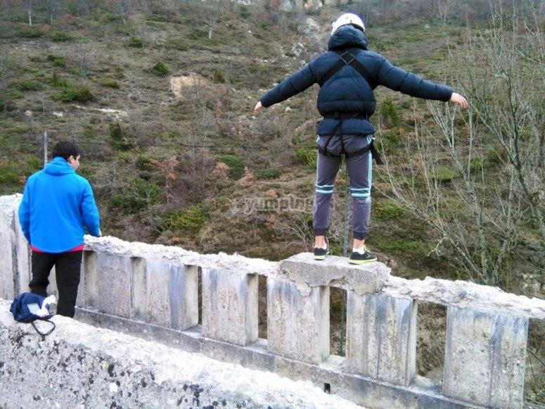 Listos para saltar desde el puente