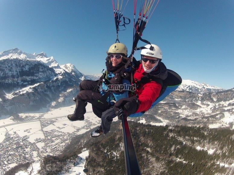 Experience the unique sensations of paragliding