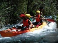 Canoa en aguas bravas