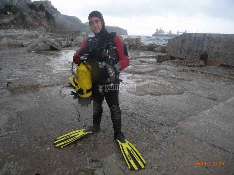 Buceador en la orilla