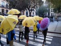 Con paraguas amarillos