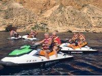 在摩托艇上游览科斯塔布兰卡