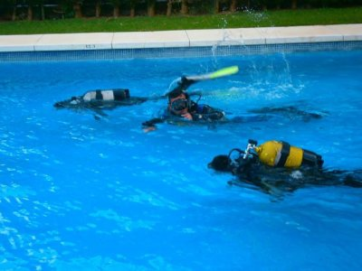 福吉罗拉的PADI潜水员