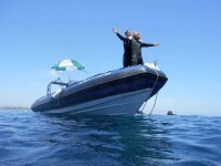 Buceadores a bordo del barco alicantino