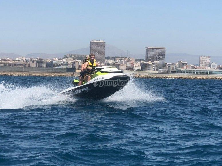 Costa de Santa Pola en moto de agua