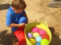 Jugando con globos de agua