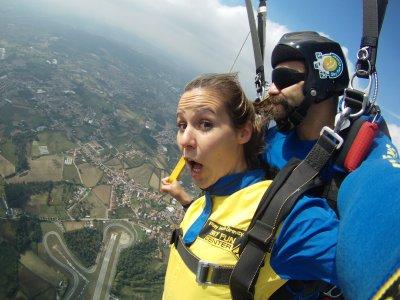 Salto tándem paracaídas + Fotos y DVD HD en Braga