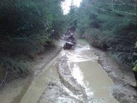 Cercare di avanzare tra fango