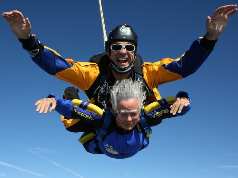 Prova il paracadutismo