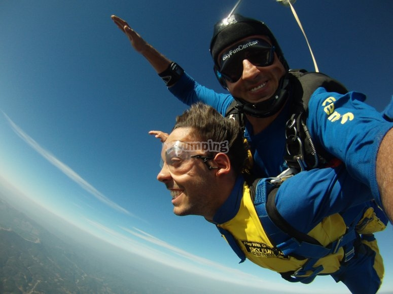 Saltando en paracaídas en Portugal