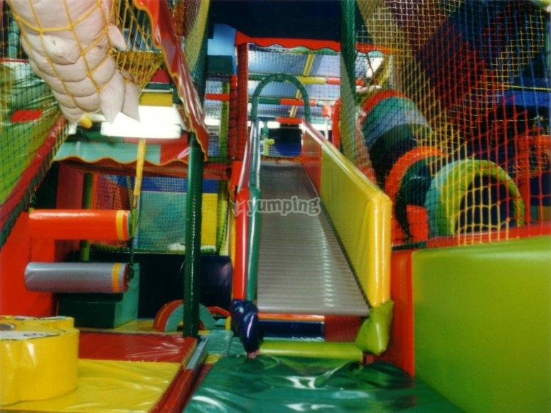 Juegos en parque infantil