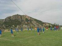 Tirolina sobre el campo de futbol