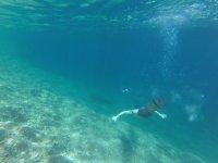 Nadando bajo el agua