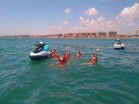 在地中海游泳