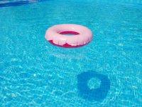 Diversion en la piscina para lo mayores