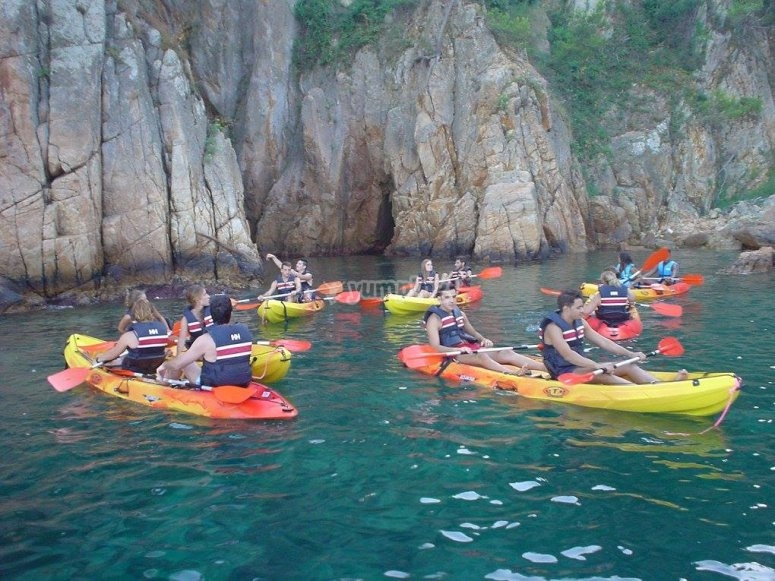 Group kayak crossing
