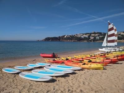 Multiaventura acuática estudiantes, playa Sant Pol