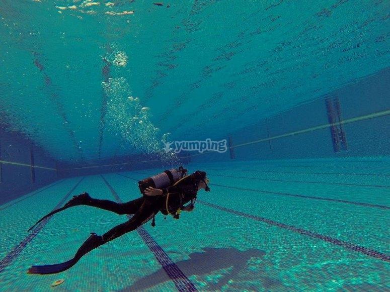 Especializacion buceo en piscina