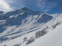 Paisajes cubiertos de nieve en las montañas asturianas