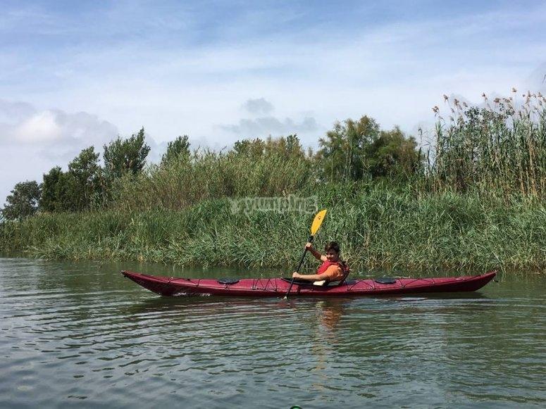 Navegando en kayak en el Ebro