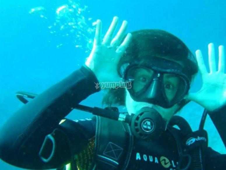 Buceadora durante la inmersion