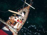 男子落水海盗标志巨灵生活