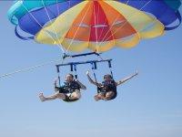Volando en parascending sobre el Mediterráneo